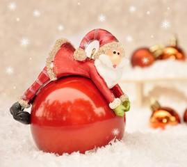 Weihnachtsmann auf Glaskugel