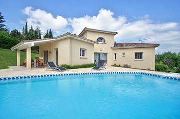 belle maison et sa piscine  # 06