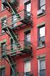 Façade rouge avec escalier de secours - New-York