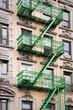 Façade avec escalier de secours vert - New-York