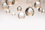 Hängende Kristallkugeln