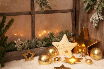 Weihnachtsfenster in Gold mit Holz