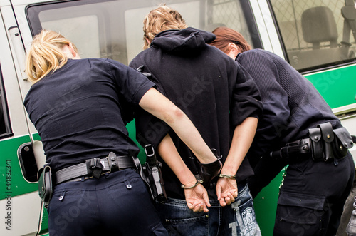 Leinwanddruck Bild Polizeibeamte bei Durchsuchung