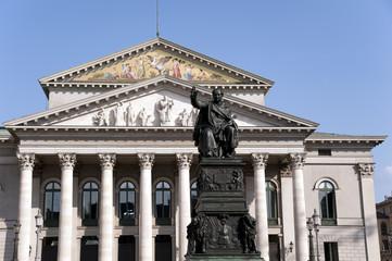 Max Joseph Denkmal am Nationaltheater München