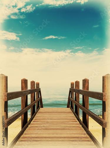 Most na plaży