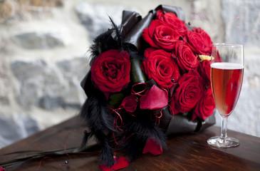 flûte de champagne et bouquet de mariée