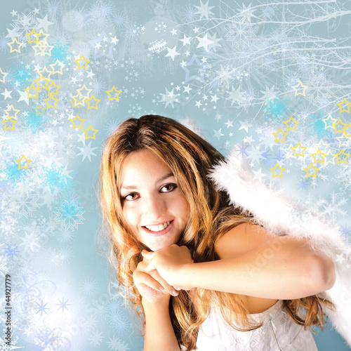 Merry Christmas: Pretty, smiling angel