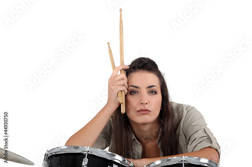 An austere drum player