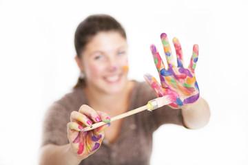 Mädchen mit Fingerfarben