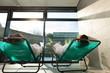 Junges Paar entspannt in wellness Spa