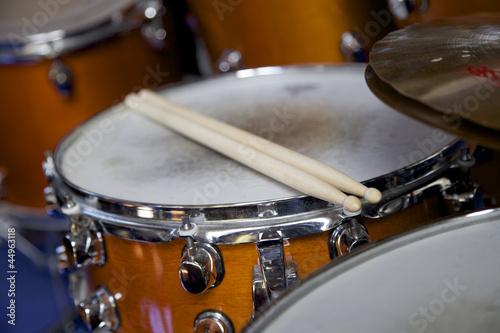 Schlagzeug in einer Band - 44963118