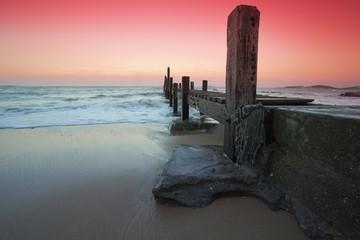 沙滩上静静的码头