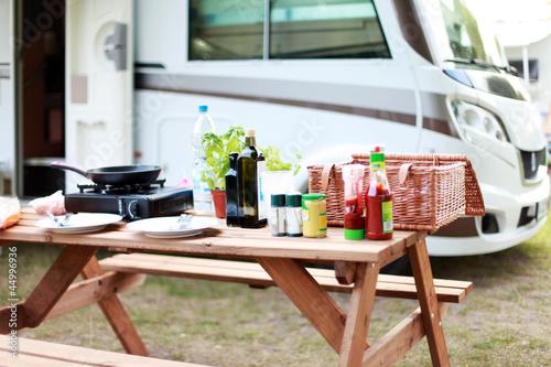 Fotobehang Kamperen Essen auf dem Campingplatz