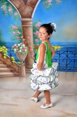 Niña vestida de gitana