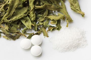 Stevia (Blätter, Tabletten, Pulver)