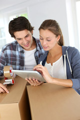 Couple packing stuff to move in new apartment
