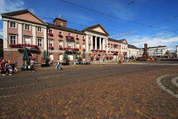 Rathaus Karlsruhe mit Marktplatz