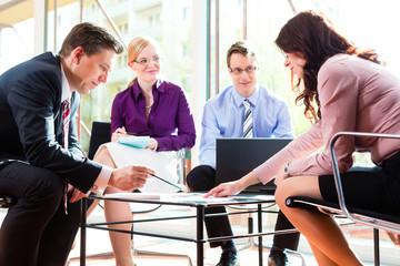 Business - Meeting in einem Büro
