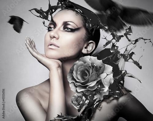 Portret kobiety z kwiatem