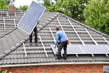 Solaranlage wird montiert