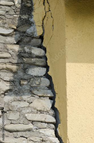 Distacco murario da sisma