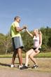Sport au parc - se relever après une chute