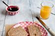 Desayuno de tostadas artesanas