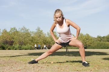 Sport au parc - séance d'étirements