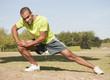 Sport au parc - s'échauffer les muscles