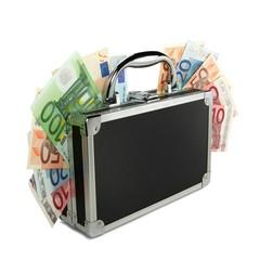 Geldkoffer stehend