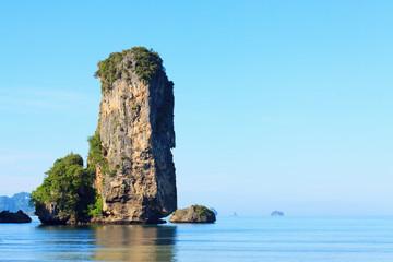 Каменные скалы в море, Аонанг, провинция Краби, Таиланд