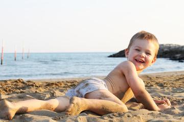 Kind im Sand Urlaub