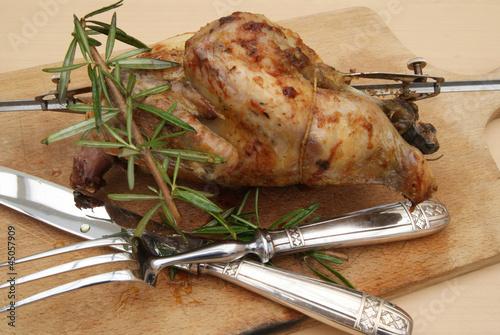 poulet cuit la broche r tisserie de mimon photo libre de droits 45057909 sur. Black Bedroom Furniture Sets. Home Design Ideas