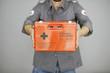Sanitäter mit Rettungskoffer