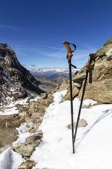 Wanderstöcke beim Bergwandern in Südtirol, Italien