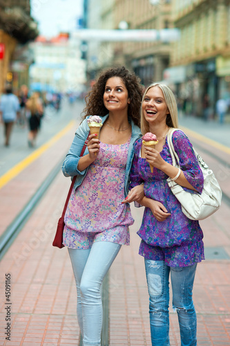 woman friends with ice cream