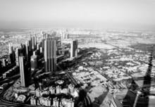 Aerial czarno-białe zdjęcie z Dubaju wynika z Burj Khalifa