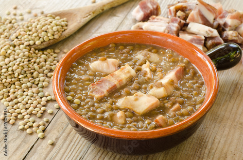 Zuppa di lenticchie e lardo - lentil soup and bacon