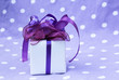 kleines lila Geschenk