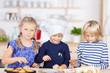 drei kleine bäcker backen törtchen