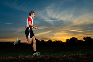 Jogger vor Sonnenuntergang