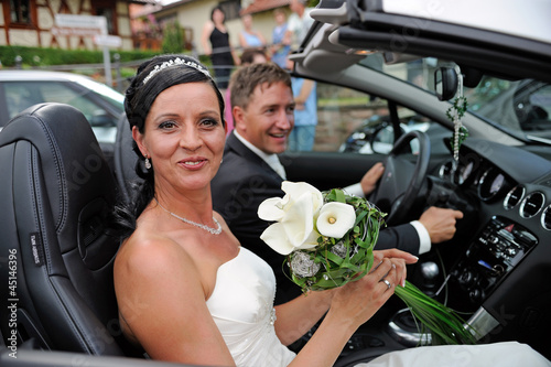 bridal pair in his cabrio