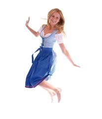 Hübsches Mädchen im Dirndl springt