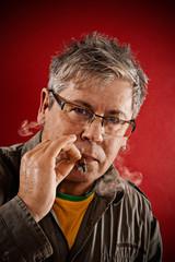 Portrait, Mann mit Zigarillo