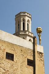 vista del campanario desde el museo Dalí