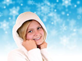 Winter – hübsches Mädchen mit Kapuze