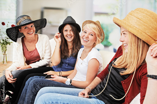 4 girls with straw hats on the sofa
