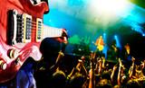 Fototapety fondo de musica.Guitarrista y publico