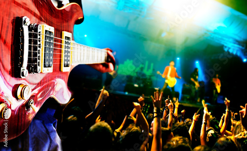 fondo de musica.Guitarrista y publico