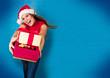 missis santa 15_2/Santagirl überreicht Geschenke